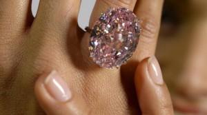 Sotheby's : un diamant rose de 60 millions de dollars aux enchères