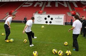 Eterna défie les joueurs de Southampton pour récolter des fonds