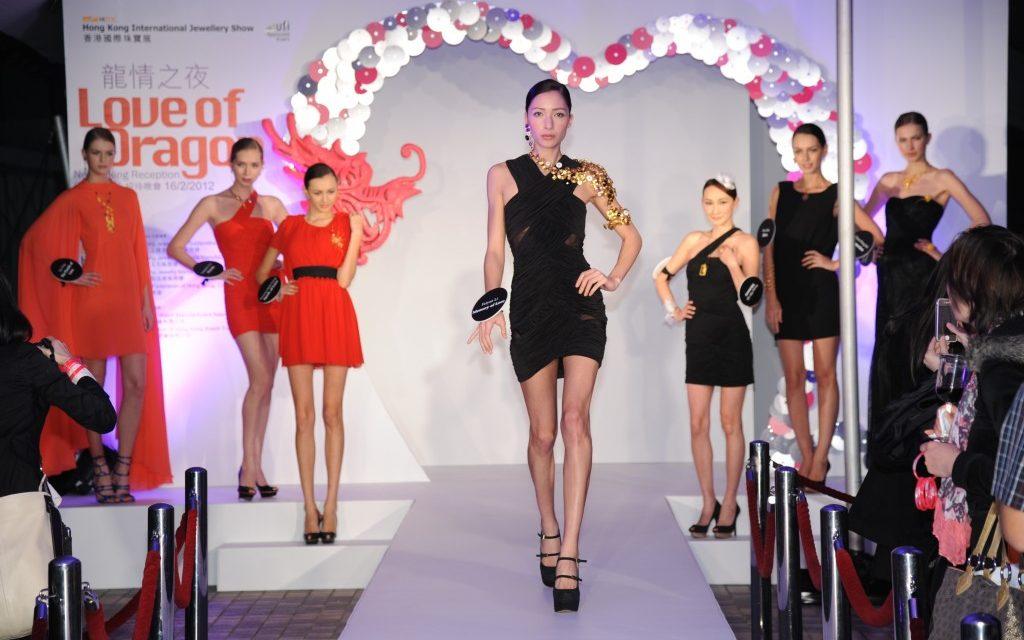 Le salon international de la joaillerie de Hong Kong s'ouvre aux petites commandes