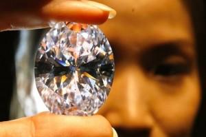 Un diamant blanc vendu 30,6 millions de dollars